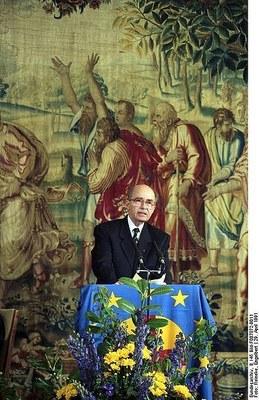 Rede von Otto von Habsburg am 29. April 1991 bei der Verleihung des Coudenhove-Kalergi-Preises an Helmut Kohl, Bonn, Farbphotographie, 1991, Photograph: Engelbert Reineke; Bildquelle: Deutsches Bundesarchiv (German Federal Archive), B 145 Bild-F087872-0011, Wikimedia Commons: http://commons.wikimedia.org/wiki/File:Bundesarchiv_B_145_Bild-F087872-0011,_Bonn,_Verleihung_Coudenhove-Kalergi-Preis_an_Kohl.jpg?uselang=de Creative Commons Attribution ShareAlike 3.0 Germany.