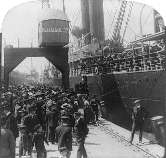 Farewell to home – emigrants bound for England and America – on steamer at Göteborg, Sweden, black-and-white stereograph, c. 1905, unknown photographer, Underwood & Underwood; source: Library of Congress, Reproduction Number: LC-USZ62-94340 (b&w film copy neg. of half stereo), http://hdl.loc.gov/loc.pnp/cph.3b40508.