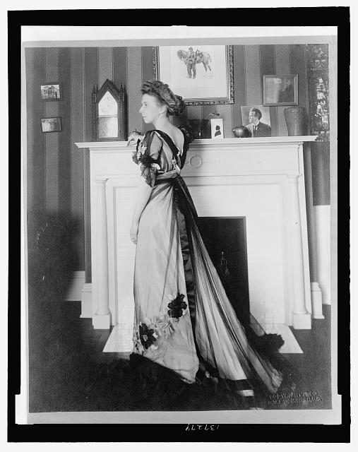 Portrait von Mary McConnell Borah, Schwarz-Weiß-Photographie, unbekannter Photograph; Bildquelle: Library of Congress, Prints and Photographs Division, Digital ID: (digital file from b&w film copy neg.) cph 3c37274, http://www.loc.gov/pictures/item/2007676197/.