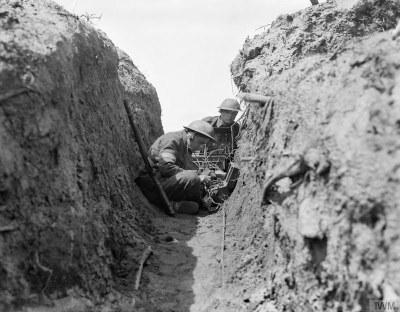 Field Communications during the First World War, Schwarz-Weiß-Photographie, unbekanntes Jahr, unbekannter Photograph; Bildquelle: © IWM (Q 36080), Imperial War Museum, http://www.iwm.org.uk/collections/item/object/205196367, IWM Non Commercial Licence.