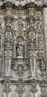 Fassadendetails der Kirche San Francisco Javier in Tepotzotlan, Farbphotographie, 2009, Photograph: AlejandroLinaresGarcia; Bildquelle: Wikimedia Commons, http://commons.wikimedia.org/wiki/File:DetailFacadeSFJavierTep.JPG.  Creative Commons Attribution-Share Alike 3.0 Unported