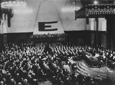 Versammlung während des Europakongresses (07.05.–10.05.1948) in Den Haag, Schwarz-Weiß-Photographie, 1948, unbekannter Photograph; Bildquelle: © European Movement, http://www.europeanmovement.eu/index.php?id=7035.