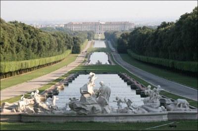 Photograph: unbekannt, 2007, Bildquelle: Wikimedia Commons,  http://commons.wikimedia.org/wiki/File:CasertaReale.jpg?uselang=de