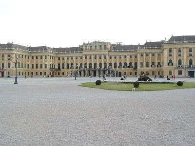 Photograph: Heinz-Peter Deska, 2004, Bildquelle: Wikimedai Commons, http://commons.wikimedia.org/wiki/File:Sch%C3%B6nbrunn_september_2004.jpg