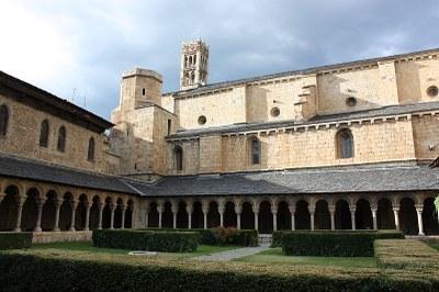 Die Kathedrale von Urgell, Farbphotographie, 2010, Photograph: Ermengol Patalín; Bildquelle: Wikimedia Commons, http://commons.wikimedia.org/wiki/File:Catedral_d%27Urgell,_claustre_2.JPG?uselang=es Creative Commons Genérica de Atribución/Compartir-Igual 3.0.
