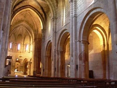 Die Klosterkirche von Santa María de Veruela, Farbphotographie, 2006, Photograph: ecelan; Bildquelle: Wikimedia Commons, http://commons.wikimedia.org/wiki/File:Veruela_-_Iglesia_abacial_de_Santa_Mar%C3%ADa_de_Veruela_-_Vista_desde_el_pie.jpgCreative Commons Attribution-Share Alike 3.0 Unported license.