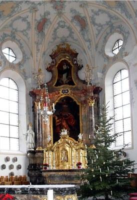 Altar der Pfarrkirche St. Remigius in Mettau, Kanton Aargau, Schweiz, Farbphotographie, 2011, Photograph: Rauenstein; Bildquelle: Wikimedia Commons, http://commons.wikimedia.org/wiki/File:Mettau,_Altar_der_Kirche_St._Remigius.jpg?uselang=de.GNU General Public License