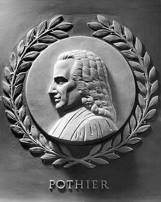 Joseph Kiselewski (1901–1986), Portrait von Robert-Joseph Pothier (1699–1772), Basrelief aus Marmor, Durchmesser: 28 inches, 1950, Standort: United States Capitol, House of Representatives Chamber; Bildquelle: Architect of the Capitol, http://www.aoc.gov/cc/art/lawgivers/pothier.cfm.