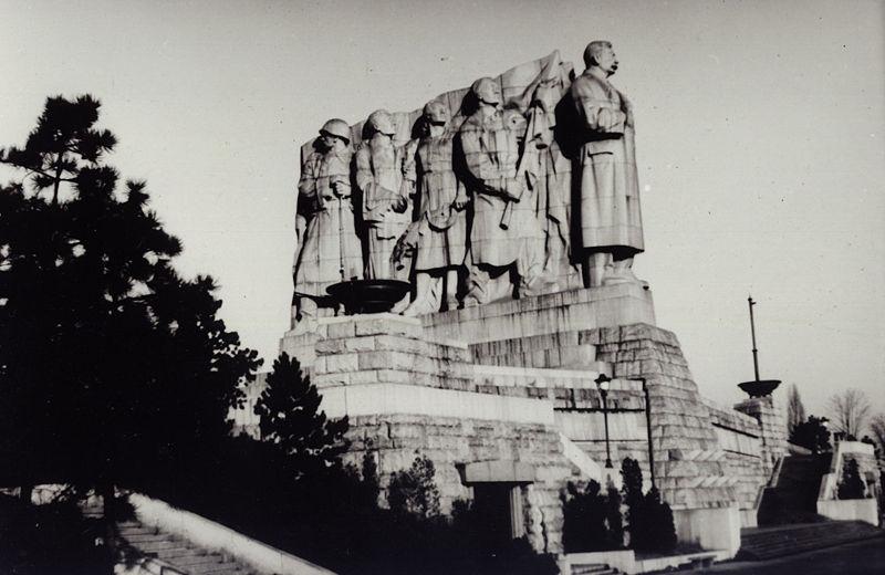 Stalin-Denkmal in Prag, schwarz-weiß Photographie, CSSR, ohne Datum (zwischen 1955 und 1962), Photograph: Miroslav Vopata; Bildquelle: wikimedia commons, http://commons.wikimedia.org/wiki/File:Letna_stalin_sousosi.jpg This file is licensed under the Creative Commons Attribution ShareAlike 3.0