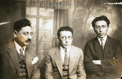 Scholem Asch (1880–1957), Samuel Niger (1883–1955) und Baruch Charney Vladeck (1886–1938) IMG
