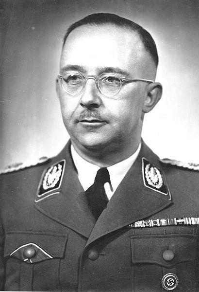 Heinrich Himmler (1900–1945), schwarz-weiß Photographie, Deutschland, Photograph: Friedrich Franz Bauer (1903–1972); Bildquelle: Deutsches Bundesarchiv (German Federal Archive), Bild 183-S72707, wikimedia commons, http://commons.wikimedia.org/wiki/File:Bundesarchiv_Bild_183-S72707,_Heinrich_Himmler.jpg?uselang=de.