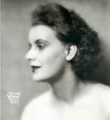Henry B. Goodwin (1878–1931), Greta Garbo (1905–1990), Schwarz-weiß-Photographie, 1924; Bildquelle: Wikimedia Commons, http://de.wikipedia.org/w/index.php?title=Datei:Greta_Garbo_1924_1.jpg&filetimestamp=20060403105904.