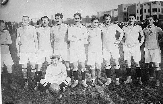 "Fußballmannschaft ""Viktoria"" ca. 1910–1915 IMG"