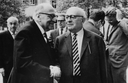Jeremy J. Shapiro: Max Horkheimer und Theodor W. Adorno, Schwarz-Weiß-Fotografie, 1964; Bildquelle: Wikimedia Commons: https://commons.wikimedia.org/wiki/File:AdornoHorkheimerHabermasbyJeremyJShapiro2.png. Creative Commons Attribution-Share Alike 3.0 Unported.