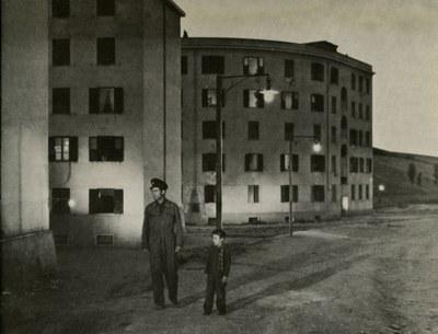 """Vittorio De Sica, Still from the film """"Ladri di biciclette"""" (""""Bicycle Thieves""""), 1948. Upload: User:sconosciuto. Source: Wikipedia (Italian), https://it.wikipedia.org/wiki/File:Ladribiciclette2.jpg. Public Domain."""