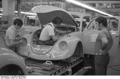 Lothar Schaack, Wolfsburg, VW Autowerk, Käfer (Production of Beetles at the VW plant, Wolfsburg), 22 January 1973. Source: Bundesarchiv, B 145 Bild-F038788-0014 http://www.bild.bundesarchiv.de/archives/barchpic/search/_1441015260/?search[form][SIGNATUR]=B+145+Bild-F038788-0014, via Wikimedia Commons https://commons.wikimedia.org/wiki/File:Bundesarchiv_B_145_Bild-F038788-0014,_Wolfsburg,_VW_Autowerk,_K%C3%A4fer.jpg?uselang=de. CC-BY-SA 3.0.
